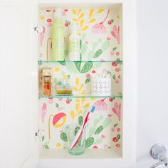Got a medicine cabinet? Then it needs a cacti makeover stat! Make your cabinet your new favorite decor piece in just a few minutes.