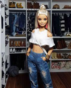 I just hate dolls 😡🤮🤮🤮 kitna Ganda kitna over dressing yhaa barbies ka Barbie Hair, Doll Clothes Barbie, Barbie Life, Vintage Barbie Dolls, Barbie World, Fashion Dolls, Girl Fashion, Fashion Outfits, Barbie Tumblr