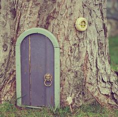 Cant decide if it reminds me of Alice in Wonderland, or Winnie the Pooh :)