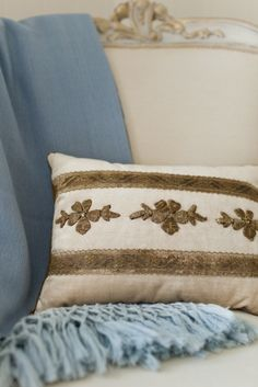 SummerHouse interior designers on custom pillow detailing // www.alwayssummerblog.com