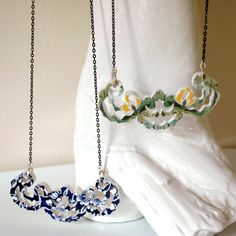 broken plate necklace- this is so cool. Wonder if you could send a plate to have made into a necklace?