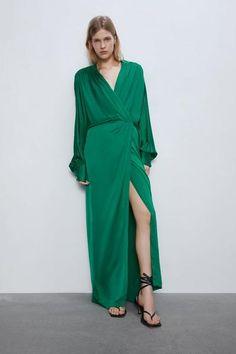 V-neck dress with long full sleeves. HEIGHT OF MODEL: 177 cm. Zara Dresses, Satin Dresses, Silk Dress, Wrap Dress, Formal Dresses, Vestidos Zara, Zara Women, V Neck Dress, Mannequin