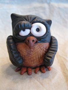 Hoot Owl Polymer Clay Sculpture by mirandascritters on Etsy Clay Owl, Clay Birds, Fimo Clay, Polymer Clay Projects, Polymer Clay Art, Polymer Clay Sculptures, Sculpture Clay, Ceramic Sculptures, Clay People