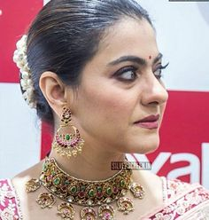 Kajol takes over Chennai by storm with her ever graceful traditional saree look at Joyalukkas Showroom Launch ! Indian Bollywood Actress, Bollywood Actress Hot Photos, Bollywood Celebrities, Arabian Beauty Women, Indian Beauty, Kajol Saree, Bridal Hair Buns, Vintage Bollywood, Gold Earrings Designs