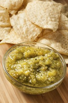 Green tomato salsa makes a fantastic dip, dressing, sauce or accompaniment to your preferred south of the border meal. There are hundreds of. Spicy Recipes, Mexican Food Recipes, Vegetarian Recipes, Healthy Recipes, Ethnic Recipes, Green Tomato Salsa, Green Tomatoes, Salsa Picante, Mexican Cooking