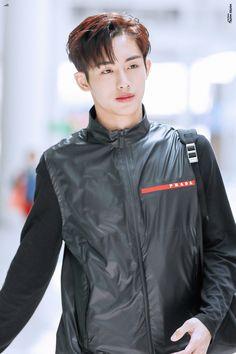 sicheng you 윈윈 my heart Taeyong, Jaehyun, Nct 127, Nct Winwin, Win Win Situation, Jisung Nct, King Of Hearts, Entertainment, Kpop Boy