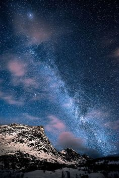 Milky Way in Lofoten, Norway. Norway is one of my top places to visit! Lofoten, Image Jesus, Sky Full Of Stars, Image Nature, Beautiful Sky, Beautiful Space, Science And Nature, Milky Way, Stargazing