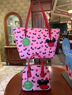 Kate Spade Spotlights Ear Hats And Polka Dots In This New Disney Collection! Disney Handbags, Disney Purse, Cute Purses, Purses And Bags, Disney Leggings, Kate Spade Disney, Isfj, Ear Hats, Disney Merchandise
