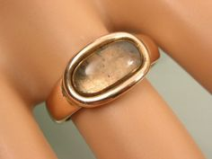 FINE-ANTIQUE-GEORGIAN-ROSE-GOLD-MOURNING-RING-WITH-GLAZED-LOCKET-TOP-PANEL