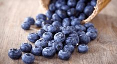 Brain-Boosting Blueberry and Coconut Smoothie Bowl - Rosanna Davison Nutrition Get Healthy, Healthy Snacks, Healthy Recipes, Healthy Brain, Healthy Weight, Snacks List, Kale Recipes, Vegetable Recipes, Drink Recipes