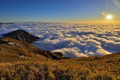 https://flic.kr/p/R4sZTh   合歡山主峰~雲浪~  Cloud wave sunset