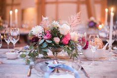 Alter Holzttische Tischdekoration, Blumendekoration, Floristik, Kerzenlicht, Kerzenhalter, Verleih, Romantische Hochzeit Gartenhochzeit Scheunenhochzeit Marburg