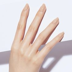 Women are nowadays moving towards the long lasting nude nail polish & this is why Static Nails comes up to serve you. We've got the liquid glass lacquer for a lasting shine. Remove Shellac Polish, Remove Acrylic Nails, Shellac Nail Art, Dry Nails, Uv Gel Nails, Nude Nails, Oval Nails, Gel Polish, Natural Looking Nails