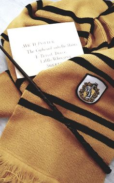 Hufflepuff vibes Harry Potter Houses, Harry Potter Books, Hogwarts Houses, Harry Potter Universal, Harry Potter World, Magie Harry Potter, Hufflepuff Wallpaper, Hufflepuff Pride, Yer A Wizard Harry