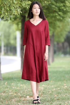 This red linen dress is an absolute must-have for any summer wardrobe and will be a flattering addition to your off-duty style. Perfect for lounging