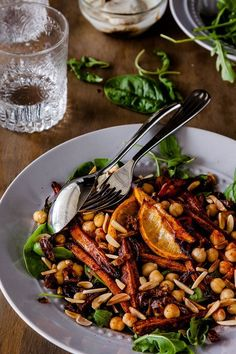 Roasted Moroccan Carrot Salad with chickpeas The sweetness of the roasted carrots and onions in this salad contrast beautifully with the yoghurt and mouth-puckering pomegranate molasses. Carrot Salad Recipes, Chickpea Recipes, Healthy Recipes, Whole Food Recipes, Vegetarian Recipes, Cooking Recipes, Vegetarian Salad, Chickpea Salad, Healthy Tips