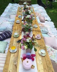 Picnic High Tea - The Vintage Table Afternoon Tea Menu Ideas, Diy Afternoon Tea, Afternoon Tea Table Setting, Baby Shower Afternoon Tea, Picnic Bridal Showers, Tea Party Bridal Shower, Vintage High Tea, Vintage Table, Vintage China