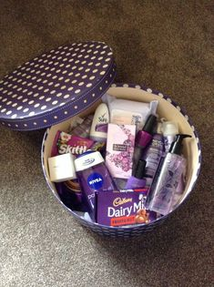 Ideas gifts for sister christmas diy for 2019 Cute Birthday Gift, Birthday Gift Baskets, Diy Gift Baskets, Girl Birthday Themes, Birthday Gifts For Teens, Birthday Box, Friend Birthday Gifts, Teen Birthday, Girl Themes