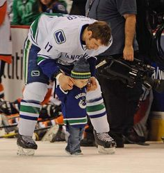 Photos: Vancouver Canucks take part in skills competition Hockey Pictures, Cute Couple Pictures, Hockey Games, Hockey Players, Caps Hockey, San Jose Sharks, Vancouver Canucks, Cute Couples Goals, Couple Goals