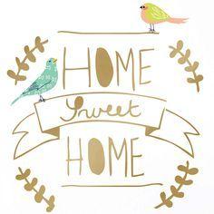 Le stickers doré Home sweet home de Mimi'lou est original avec ses deux oiseaux en couleur et apportera une décoration supplémentaire à la chambre de votre enfant.