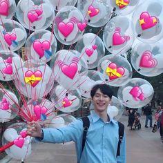 New memes kpop corazones 25 Ideas Meme Faces, Funny Faces, Sapo Meme, Heart Meme, Heart Emoji, Cute Love Memes, Nct Doyoung, E Dawn, Funny Kpop Memes
