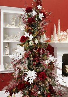 Christmas Tree decorated in red and white from trendytree.com