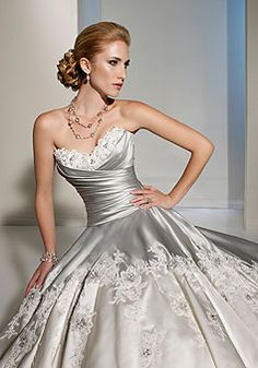 If ever there is a guy smart enough to beg me to marry him, I'll wear this, beautiful!