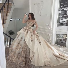 Elegant Dresses, Pretty Dresses, Beautiful Dresses, Vintage Dresses, Princess Wedding Dresses, Boho Wedding Dress, Dream Wedding Dresses, Ball Dresses, Ball Gowns