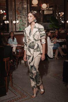 Johanna Ortiz Resort 2019 New York Kollektion - Vogue Fashion Week, Runway Fashion, Womens Fashion, Fashion Trends, Cheap Fashion, Fashion Top, Mode Outfits, Fashion Outfits, Fashion Clothes