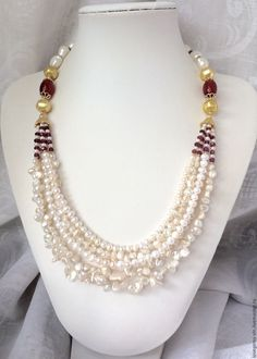 A pearl necklace is such a classic piece of jewelry that it works for almost any occasion. Pearls have an effortless elegance about them and can be dressed up or dressed down. Baroque Pearl Necklace, Pearl Jewelry, Beaded Jewelry, Jewelery, Handmade Jewelry, Jewelry Necklaces, Beaded Bracelets, Baroque Pearls, Women Jewelry
