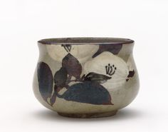 Kenzan-style incense burner with design of camellia, late 18th to early 19th century. Kyoto workshop, Kenzan style. Edo period. Buff clay; white slip, iron and cobalt pigments under transparent glaze; bronze cover. H: 7.7 W: 10.9 cm. Kyoto, Japan.