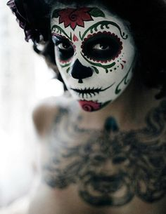 For Dia de los Muertos, some of the women, men, and children dress up in skeleton or skull (calavera) costumes. Description from craftyladyabby.blogspot.ie. I searched for this on bing.com/images