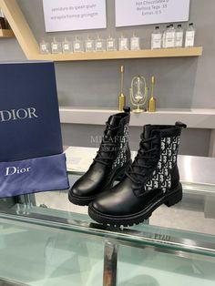 Botas Louis Vuitton, Zapatillas Louis Vuitton, Louis Vuitton Combat Boots, Lv Boots, Bootie Boots, Shoe Boots, Lv Sneakers, Dior Purses, Christian Dior Shoes