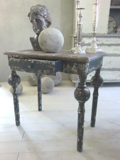 .The table-the statue-all of Perfect Accents