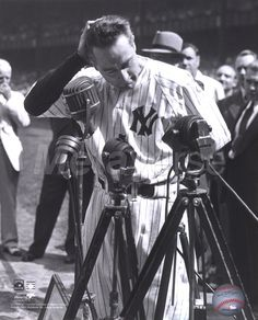 This Day In Baseball History: July - Retiring New York Yankees' legend Lou Gehrig made his 'Luckiest Man' speech at Yankee Stadium as the team held 'Lou Gehrig Appreciation. Baseball First, Sports Baseball, Famous Baseball Players, Go Yankees, New York Yankees Baseball, Lou Gehrig, Sports Photos, Baseball Photos, America's Pastime
