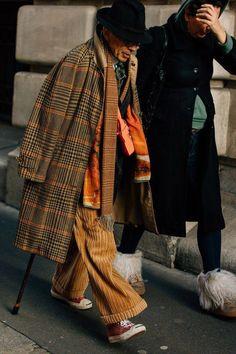 dandy geek - The Best Street Style from Paris Fashion Week - GQ Mode Masculine, Cool Street Fashion, Paris Fashion, Men's Fashion, Fashion Dresses, Japan Fashion, India Fashion, Cheap Fashion, Work Fashion