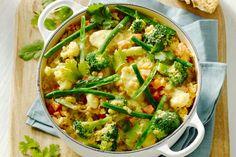 Vegetarian stew with vegetables and lentils Vegetarian Stew, Vegetarian Recipes, Healthy Recipes, Pureed Food Recipes, Vegetable Recipes, A Food, Good Food, Low Carb Brasil, Vegan Dinners