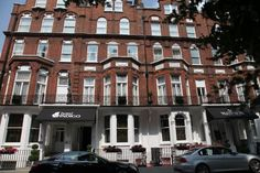 Hotel Indigo® London - Kensington is a boutique hotel celebrating our neighbourhood through inspired design, and local restaurant and bars. London Airports, London Hotels, Best Hotel Deals, Best Hotels, Earls Court London, Hotel Specials, Hotel Indigo, History Of England, Kensington London