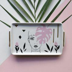 O estúdio Pamelitas traz peças contemporâneas em porcelana pintadas à mão, com temas femininos, místicos e da natureza. Conheça o trabalho de Pâm Moraes!