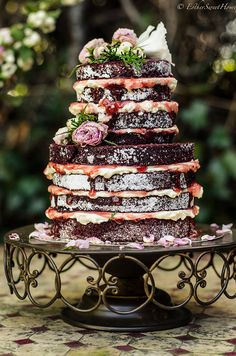 I am slowly coming around to like Naked Cakes, this one is probably the best looking one I've seen. Should this be my birthday cake? Pretty Cakes, Beautiful Cakes, Amazing Cakes, Cupcakes, Cupcake Cakes, Bolo Tumblr, Red Velvet Wedding Cake, Velvet Cake, Nake Cake