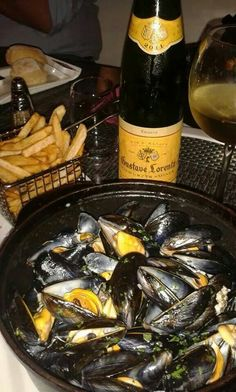 Mussels party every Thursday at Côté Plages restaurant in Orient Bay  #sxm #saintmartin #orientbay #epicureclubsxm #foodporn