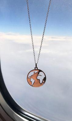 Collar en forma de mundo Simple Necklace, Simple Jewelry, Cute Jewelry, Jewelry Accessories, Jewelry Necklaces, Jewelry Holder, Diy Jewelry, Gold Jewelry, Jewelry Ads