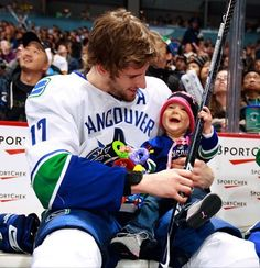 Don't like Ryan Kesler or the Canucks.....but this is just freaking ADORABLE!