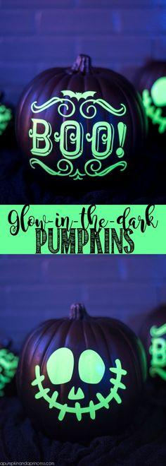 DIY Glow-in-the-dark pumpkins – welcome guests and trick or treaters with glow in the dark vinyl pumpkins!