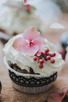 inspiration-hochzeit-vintage-cupcakes-gold-rosa-pink