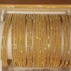 Real Gold Jewelry, Golden Jewelry, Gold Jewelry Simple, Jewlery, Bracelets Design, Gold Bangles Design, Gold Jewellery Design, Gold Gold, Bijoux En Or Simple