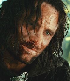 ~Aragorn~ ~Boromir asking for forgiveness and saying goodbye to his king. He died as a true warrior and soldier Legolas, Aragorn Lotr, Thranduil, Gandalf, Fellowship Of The Ring, Lord Of The Rings, Frodo Baggins, O Hobbit, Viggo Mortensen