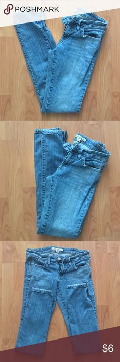 FOREVER21:|Denim Light Wash zippered Jeans.Size:26 Brand:FOREVER21. Lightly distressed Denim Light Wash with wispy accent zippered Jeans. Excellent condition. No flaw/defect/filter. Women's:Size:26. Forever 21 Jeans Skinny