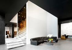 blanco/negro y espejo.. super limpio  Alexander Wang flagship store Beijing