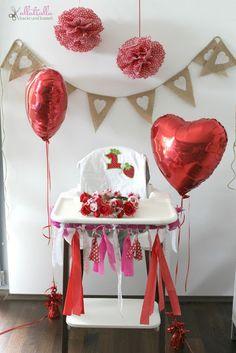 DIY photoboost for babygirl's first birthday: http://ullatrullabacktundbastelt.blogspot.de/